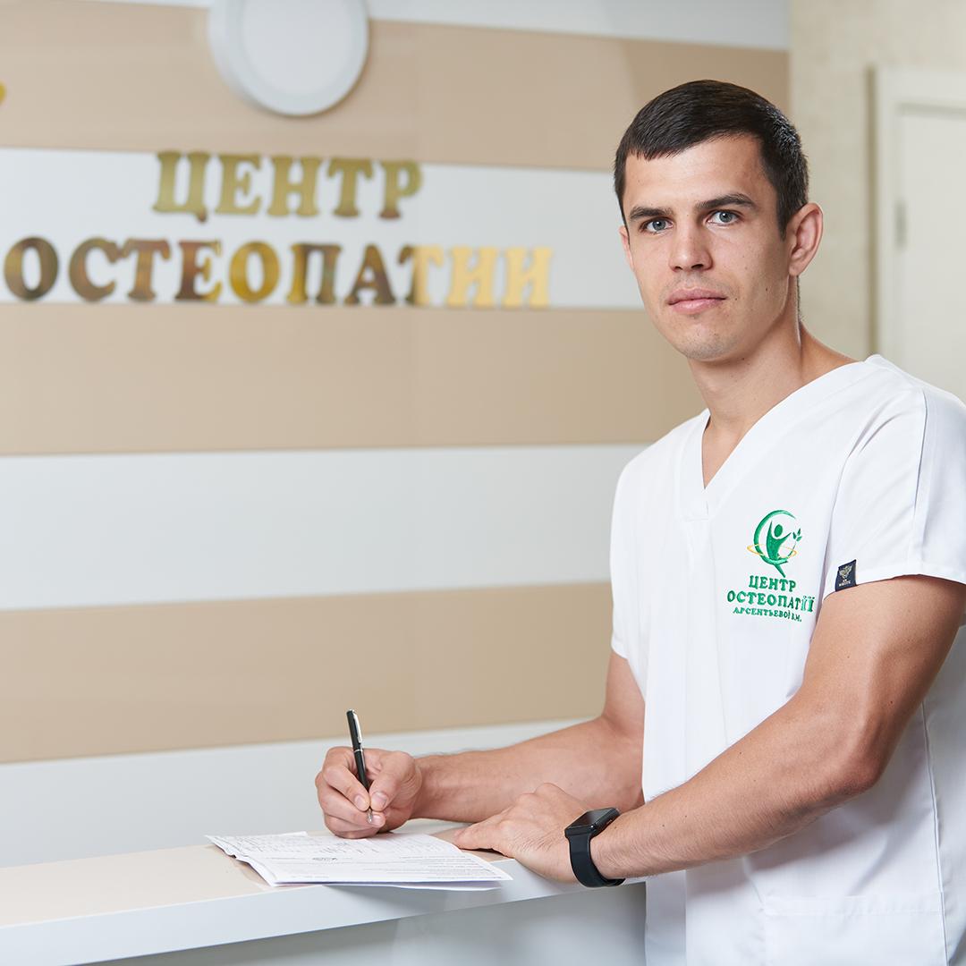Лечащий врач - ортопед-травматолог Владислав Барановский, опыт работы 6 лет.