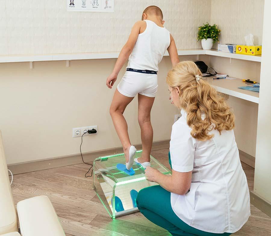 Этап 3 - подбор стелек ФормТотикс под размер ноги пациента